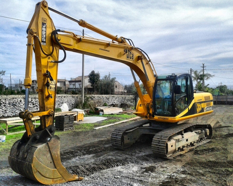 Escavatore JCB JS235
